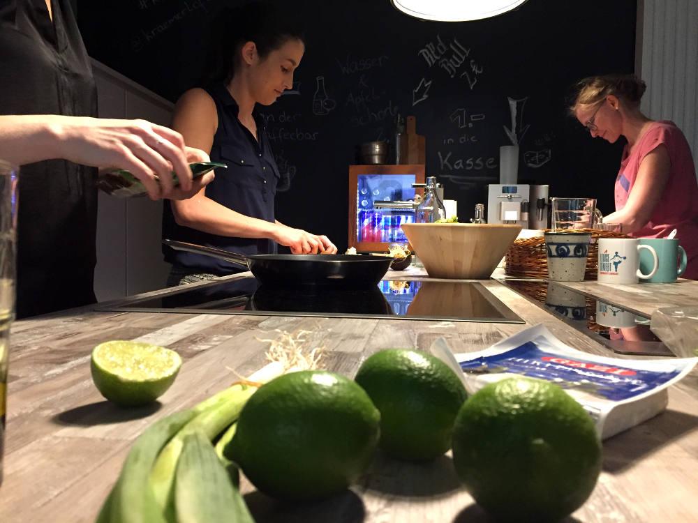 gemeinsames Kochen im KrämerLoft Coworking Space